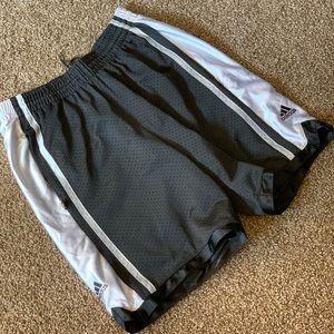 Men's Adidas basketball shorts M